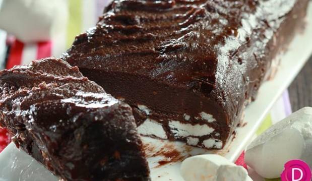 Σοκολατένιος κορμός με μπεζέδες από την Ντίνα Νικολάου!