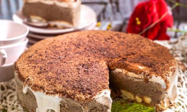 Το πιο ωραίο παγωτό τιραμισού (τούρτα) από την Αργυρώ Μπαρμπαρίγου και τον Γαβριήλ  Νικολαϊδη !