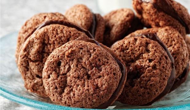 Φανταστικά Μπισκότα αμυγδάλου γεμιστά με κρέμα και κρέμα γάλακτος ΝΟΥΝΟΥ, από την Αργυρώ!