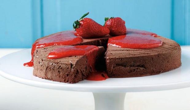 Φανταστική σοκολατίνα µε σάλτσα φράουλας από την Αργυρώ μας!