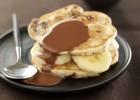 Pancakes με μπανάνα και σοκολάτα πραλίνα, από την Νestle  και το glikessintages.gr!