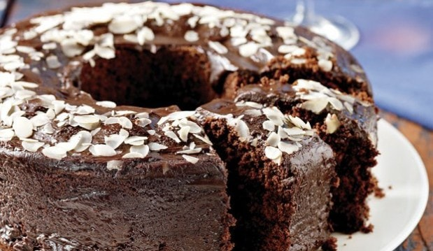 Πανεύκολο κέικ κακάο µε γλάσο σοκολάτας απο την Αργυρώ!