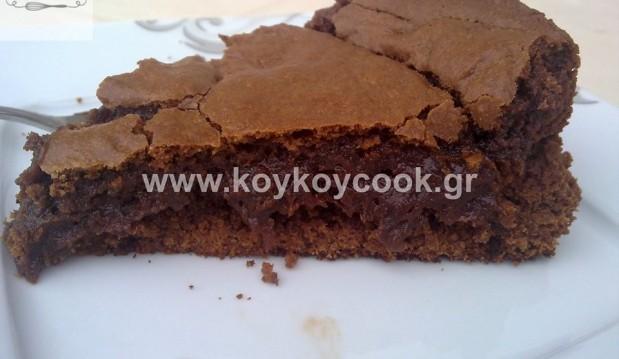 Νηστίσιμο υγρό κέικ σοκολάτας με ταχίνι από την Ρένα Κώστογλου και το koykoycook !