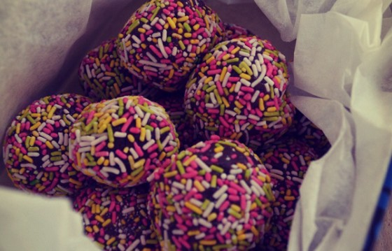 Rainbow Chocolate truffles (σοκολατένιες τρούφες)  με μόνο 3 υλικά από τον Γαβριήλ Νικολαϊδη και το «Cool Artisan» !