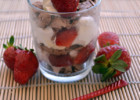 Cheesecake στο ποτήρι με cookies  σοκολάτας και φράουλες από την Ιωάννα Σταμούλου και το «Sweetly» !