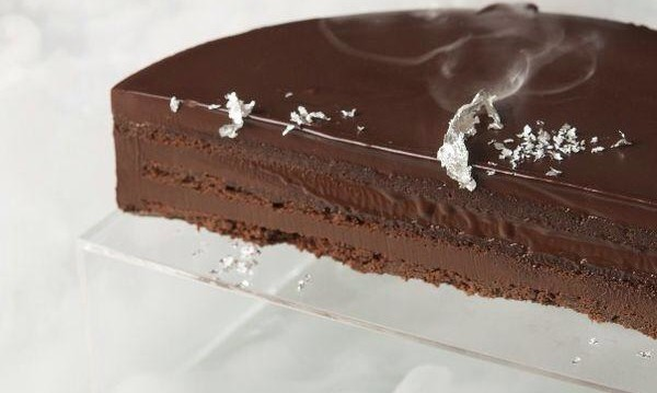 Τούρτα μπίτερ σοκολάτα από  τον Στέλιο Παρλιάρο και το περιοδικό «Γλυκές Αλχημείες» !