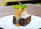 Μπράουνις σοκολάτας με σος καραμέλας από την Εύα και το Chefoulis.gr!