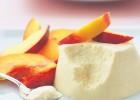 Mousse γιαούρτι με φρέσκα ροδάκινα από την Μαριλού Μαντά και το «Thinkdrops» !