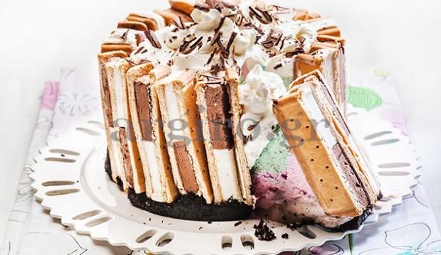 Τούρτα παγωτό με χρωματιστές στρώσεις στο λεπτό από την Αργυρώ!