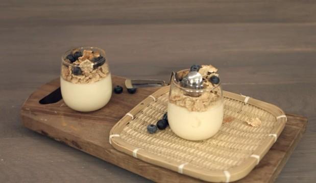 Μους λευκής σοκολάτας με γιαούρτι  από τον Στέλιο Παρλιάρο και τις «Γλυκές Αλχημείες»!