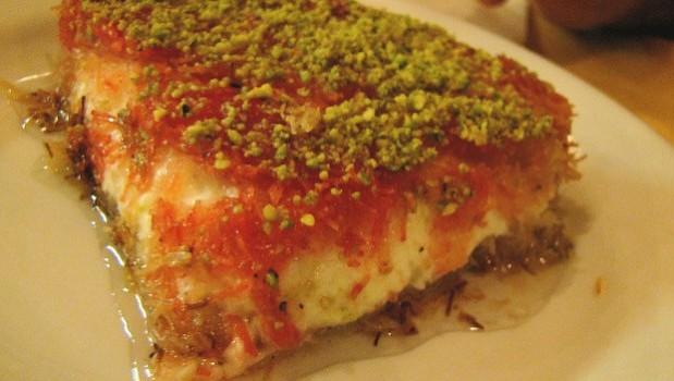 Καταΐφι σιροπιαστό με τυρί κρέμα  από το sintayes.gr!