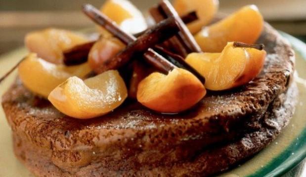 Σοκολατόπιτα με ξηρούς καρπούς και καραμελωμένα μήλα από το icookgreek.com.!