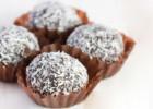 «Τρουφάκια σοκολάτας καρύδας της μαμάς μου» , από το epaggelmagynaika.gr!