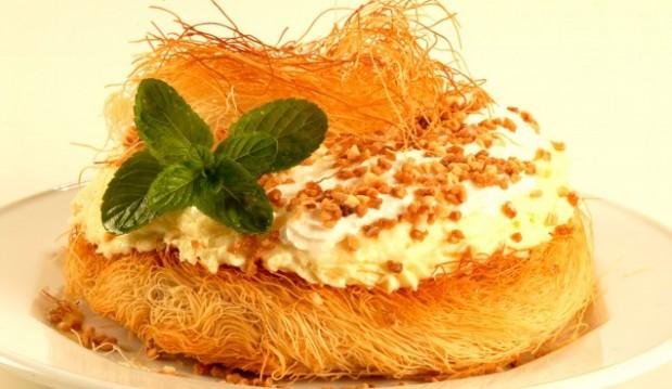 Κανταΐφι με κρέμα και γλυκό κυδώνι από το icookgreek.com!