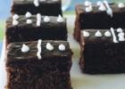 """Σοκολατένιο Κέϊκ """"Ντόμινο"""", από το sintayes.gr!"""