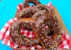 Λαχταριστά ντόνατς με γλάσο σοκολάτας από το koolnews.gr!