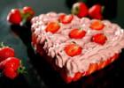 Τούρτα καρδιά με μους φράουλα, άλλη μια τούρτα για τους ερωτευμένους, από τον Παναγιώτη Θεοδωρίτση και τις «Συνταγές Πάνος»!