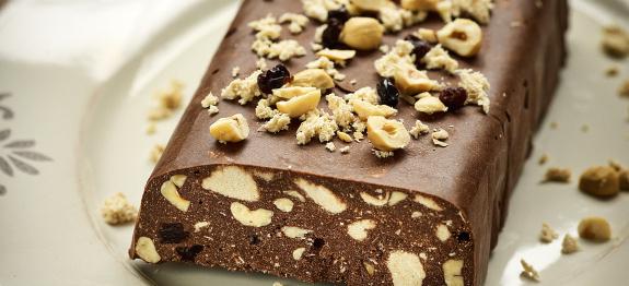 Νηστίσιμος Κορμός σοκολάτας με χαλβά, φουντούκια και σταφίδες, από την Ιωάννα Σταμούλου και το Olivemagazine.gr!
