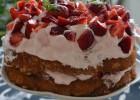 Τούρτα με ραβανί καρύδας και φράουλες, από την εκπληκτική Ιωάννα Σταμούλου και το «Sweetly»!