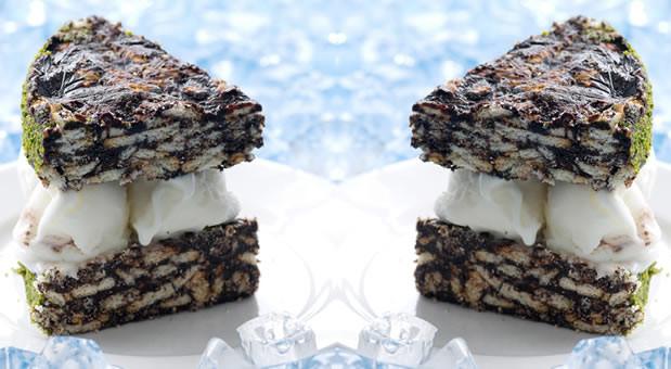 Σάντουιτς σοκολατένιου παγωμένου κορμού με φιστίκι και μπισκότα , από την αγαπημένη μας Μυρσίνη Λαμπράκη και το mirsini.gr!