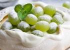 ΠΑΒΛΟΒΑ με σταφύλια και άρωμα αρμπαρόριζας, από την Μυρσίνη Λαμπράκη και το mirsini.gr!