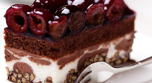 Εύκολη τούρτα παγωτό σοκολάτα-βανίλια  με βύσσινο, από την Μυρσίνη Λαμπράκη και το mirsini.gr!