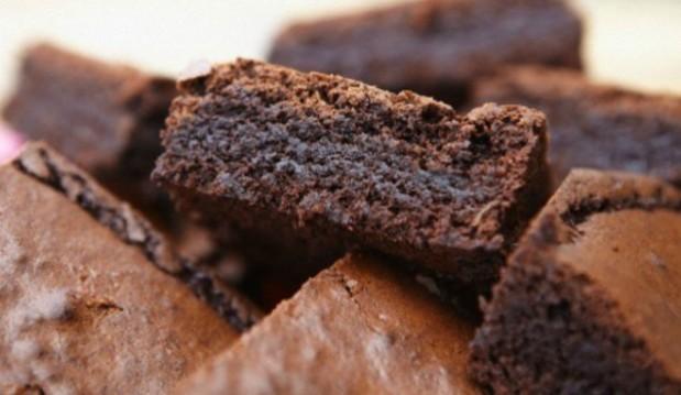 Πανεύκολα brownies με μόνο 3 υλικά, από το icookgreek.com!
