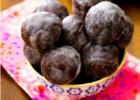 Μικρά donuts σοκολάτας και γλάσο βανίλιας, από την Αλλατίνη-Χειρονομία Αγάπης!