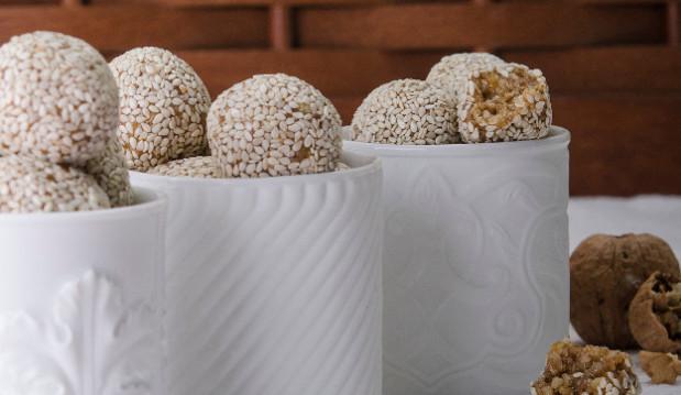 ΝΗΣΤΙΣΙΜΕΣ Μπουκιές με καρύδια και σουσάμι, από τον Στέλιο Παρλιάρο!