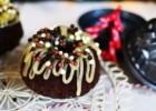 Χριστουγεννιάτικο κέικ με κομμάτια σοκολάτας και lemon curd, από τον Γαβριήλ Νικολαϊδη και τον Cool Artisan!