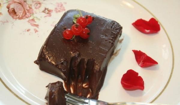 Σοκολατένιο γλυκό ψυγείου με 3 υλικά έτοιμο σε 5 λεπτά, από το sintayes.gr!