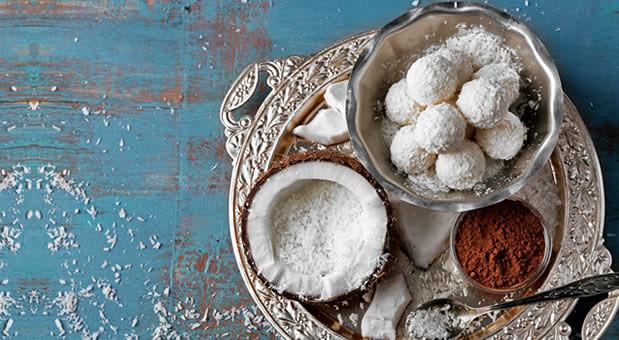 Τρουφάκια Καρύδας με ζαχαρούχο γάλα, από την Μυρσίνη Λαμπράκη και το mirsini.gr!