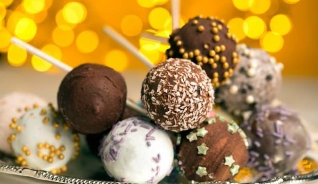 Γιορτινά γλειφιτζούρια από κέικ (cake pops), από το icpookgreek.com!