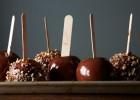 Καραμελωμένα μήλα με σοκολάτα, από την Βίκυ Χατζηβασιλείου και το omorfamystika.gr!