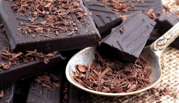 «Πώς η μαύρη σοκολάτα συνδέεται με καρδιακά και εγκεφαλικό», από τον Μιχάλη Θερμόπουλο και το iatropedia.gr