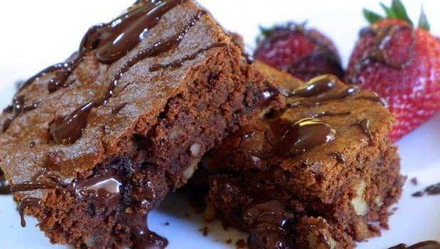 Υγρό Brownies σοκολάτας με ταχίνι & πορτοκάλι νηστίσιμο, από το sintayes.gr!