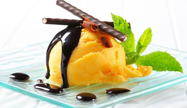 Sorbet ανανά με σοκολάτα, από τον  Βαλάντη Γραβάνη και το ionsweets.gr!