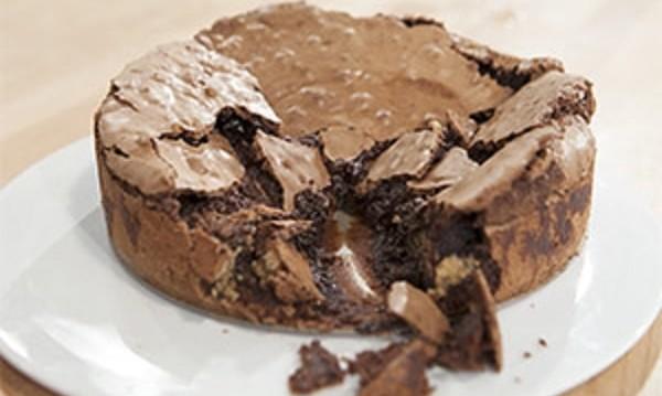 Απίθανο , πανεύκολο «κέικ-μους» με ρευστή σοκολάτα και μπισκότα, από την αγαπημένη Ελένη Ψυχούλη και το chefonair.gr!