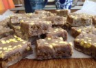 Fudge λευκής σοκολάτας με φουντούκια και γεμιστά μπισκότα, από την Μπέττυ μας και το «Taste of life by Betty»!