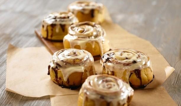 Λαχταριστά Cinnamon rolls,  από το  Σωματείο Αρτοποιών Ν. Πειραιώς και το fournosmethea.gr!