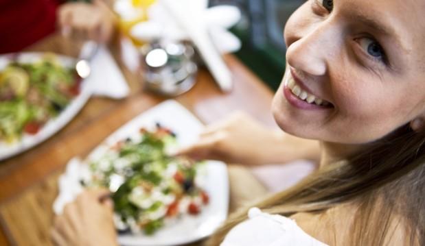 «Βραδινή έξοδος για φαγητό και Διατροφή, γίνεται;»,  από το Διαιτολογικό Γραφείο Θαλή Παναγιώτου.