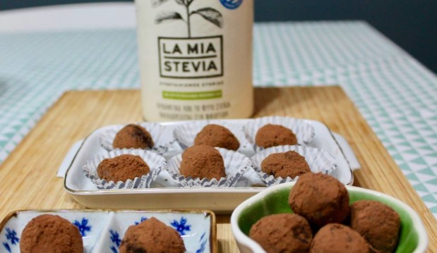 Σοκολατάκια με lime & ginger χωρίς ζάχαρη με LaMiaStevia – Chocolate Bites with lime & ginger with no sugar at all, by Anastasia in the Kitchen & LaMiaStevia!