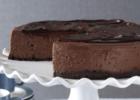 Σοκολατένιο cheesecake με μπισκοτένια βάση και γκανάς σοκολάτας,  από το sintayes.gr!