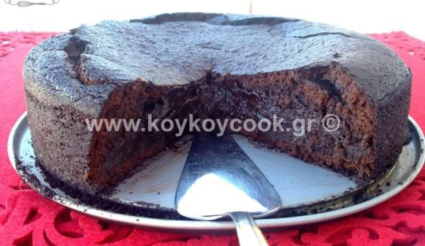 Μεθυσμένο υγρό κέικ σοκολάτας με γλυκό κρασί Σάμου, από την Ρένα Κώστογλου και το koykoycook.gr!