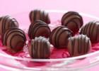 Σοκολατένια τρουφάκια με καραμέλα με 4 μόνο υλικά, από το sintayes.gr!
