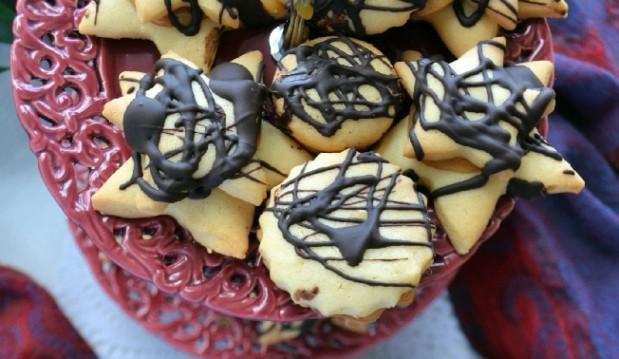 Μπισκότα βουτύρου με αλμυρή καραμέλα και σοκολάτα, από την Ιωάννα Σταμούλου και το sweetly!