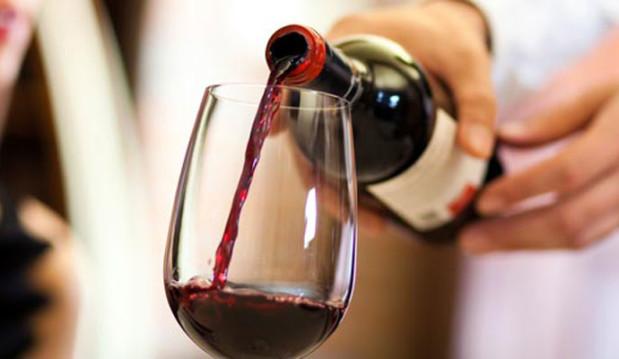 «Δείτε πώς η μέτρια κατανάλωση αλκοόλ μπορεί να «σώσει» την καλή χοληστερόλη», από τη Χριστίνα Κατσαρού και το neadiatrofis.gr!