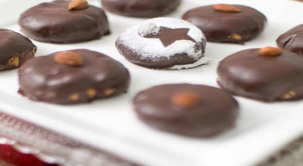 Κουραμπιέδες με επικάλυψη σοκολάτας, από την Μυρσίνη Λαμπράκη και το mirsini.gr!