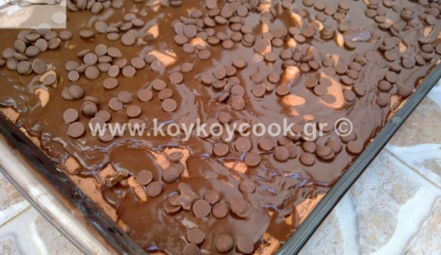 Εκπληκτικό σοκολατένιο κέικ με τρύπες (Poke cake), από την Ρένα Κώστογλου και το koykoycook.gr!