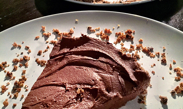 Σοκολατένιο κρεμώδες cheesecake χωρίς ψήσιμο, από την Αριάδνη Πούλιου και το ionsweets.gr!